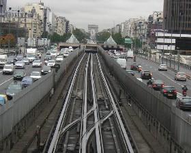 El Tranvía divide y el metro multiplica